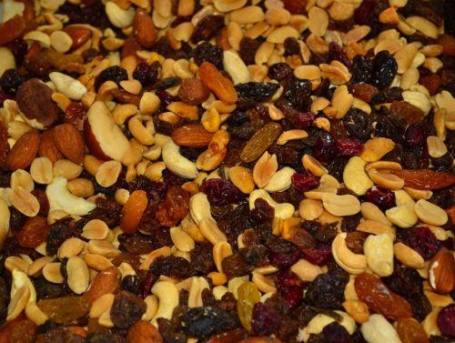 trail mix nuts raisins
