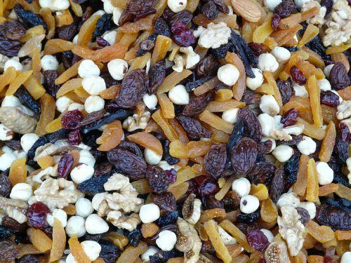 trail mix mix walnut kernels
