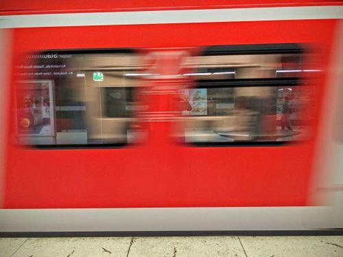 train dynamic movement