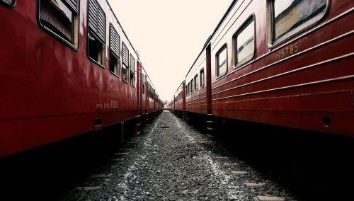 train train track sri lanka