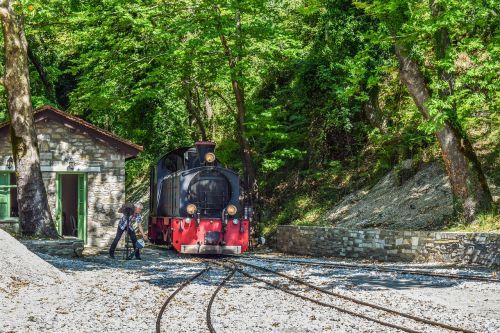 traukinys,kintanti linija,geležinkelis,gabenimas,sankryža,lokomotyvas,milies,Pelio,Graikija