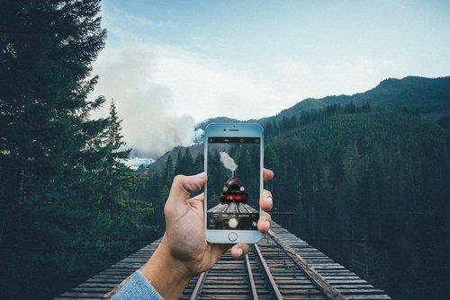 train  iphone  smartphone