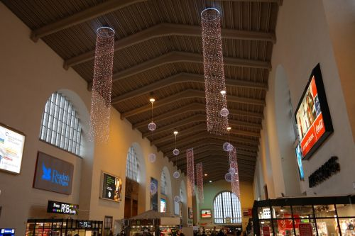 train hall stuttgart concourse railway station