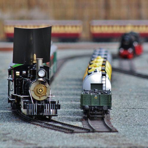 trains miniature small