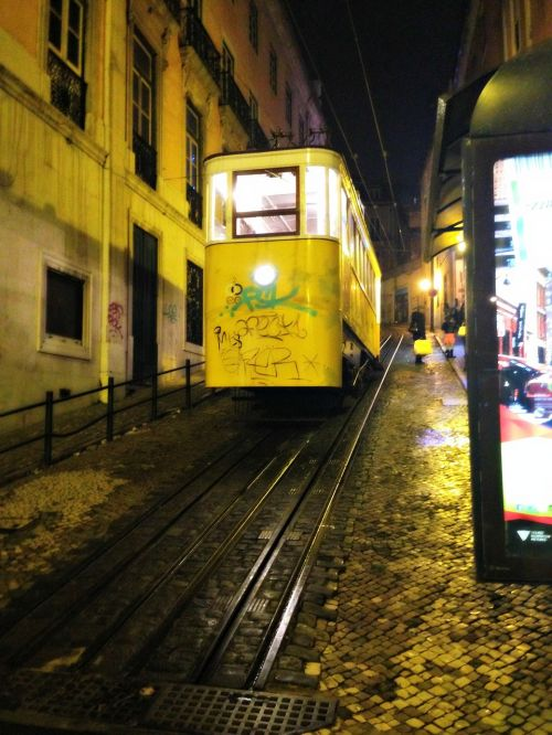 tram lisbon means of transport