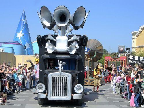 transport disney parade