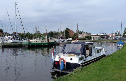 transport boat building