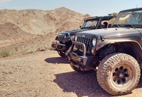 gabenimas,išjungti,kelias,suv,transporto priemonė,Jeep,Wrangler,purvas,dirvožemis,kalnai,krūmai,ratas,asmuo