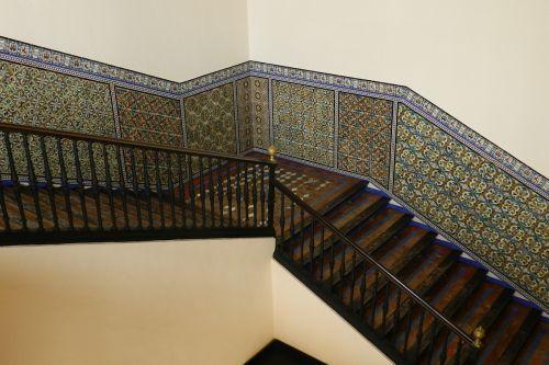 trap ceramics tiles
