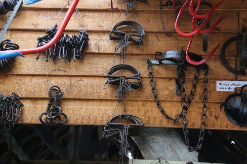 traps collar hatch