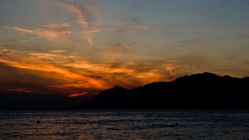 kelionė,saulė,gamta,kalnas,saulėlydis,uolėti kalnai,dangus,kraštovaizdis,grazus krastovaizdis,saulės šviesa,vanduo,peizažas,šviesa,spalvinga,debesis,scena,kroatija,horizontas,vandens spalva,gamtos kraštovaizdis,mėlynas,mėlynas dangus,atspindys