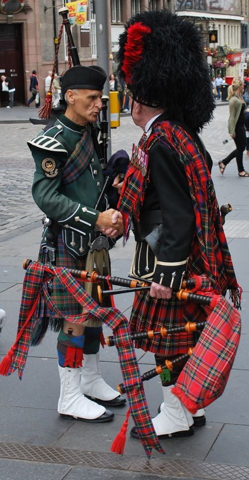 travel scotland bagpipes