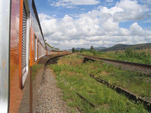 travel train race track
