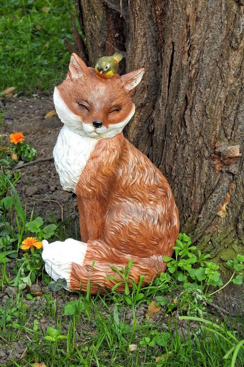 tree bird bath figure