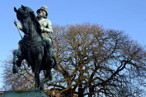tree horse statue