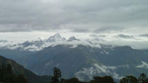 trek himalayas landscape