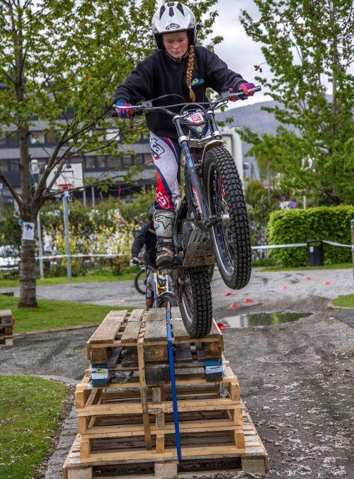 trial girl jump