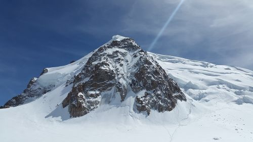 triangle du tacul,mont blanc du tacul,high mountains,chamonix,mont blanc group,mountains,alpine,summit,snow,high,landscape,france,wintry,mountaineering,cold