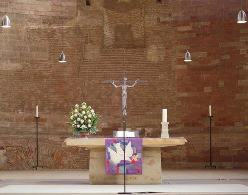 trier  basilica  altar