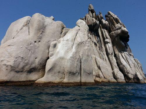 triozere rock sea