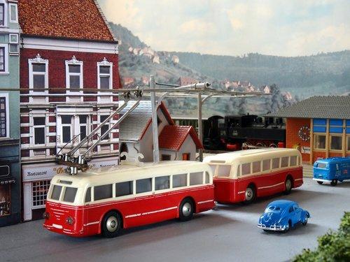 trolley bus  trolley-bus  trackless trolley