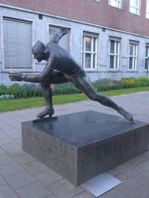 trontheim sculpture speed skater