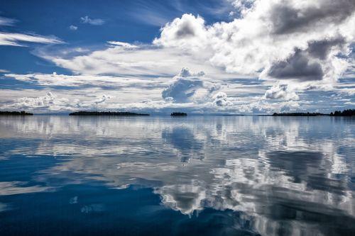 tropical sea cloud reflection