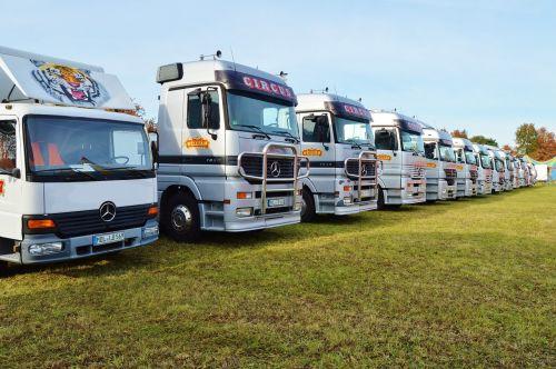 truck parking semi trailers