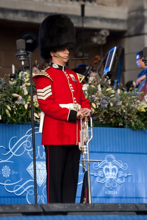 trumpeter fanfare trumpeter buckingham palace