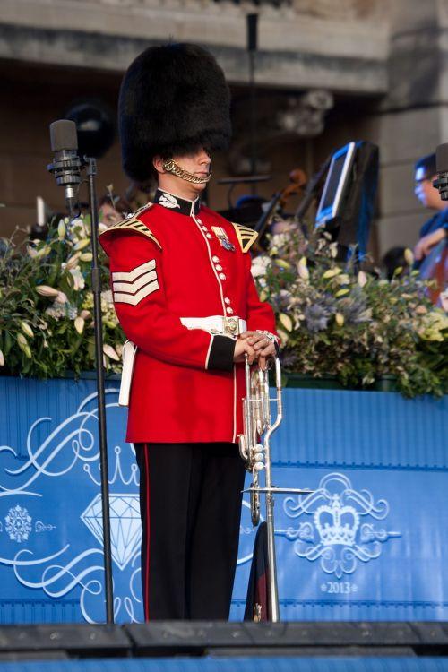 trumpeter fanfare trumpeter buckingham palace