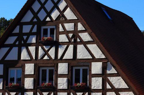 truss swiss francs building