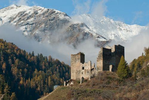 tschanüff castle switzerland ruins