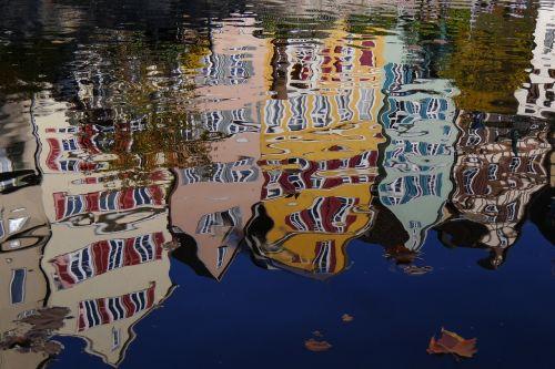tübingen mirroring distortion