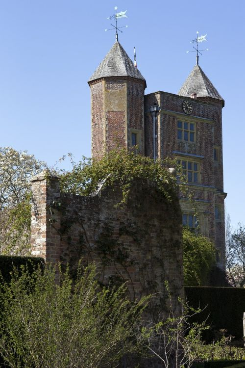 tudor gatehouse towers historic