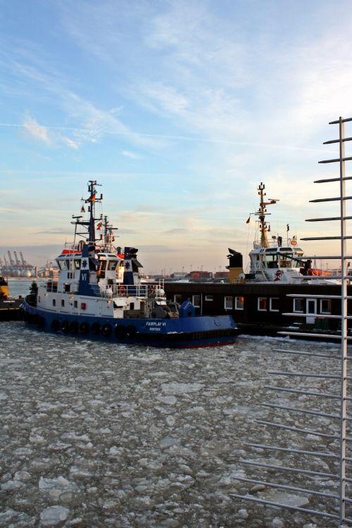 tug bugsier harbour cruise