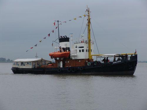 tug ship boot