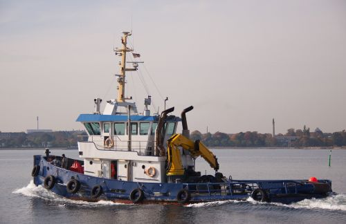tug-boat ship ocean