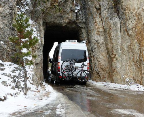 tunnel mountain bus
