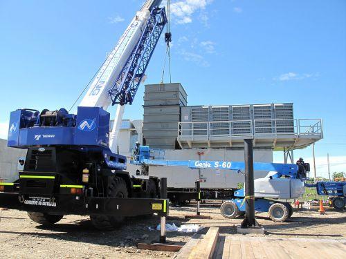 turbine assembly crane