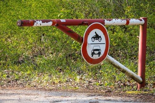 turnpike  barrier  forbidden passage