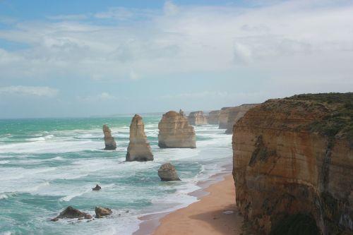 twelve apostles australia shore