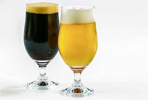 two types of beer dark clear