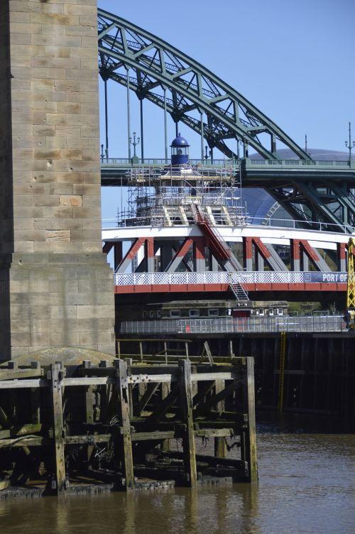 tyne bridges river