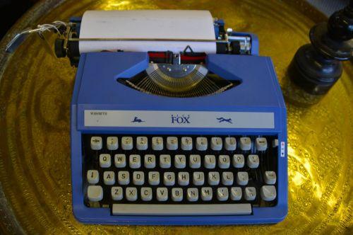 typewriter keyboard old