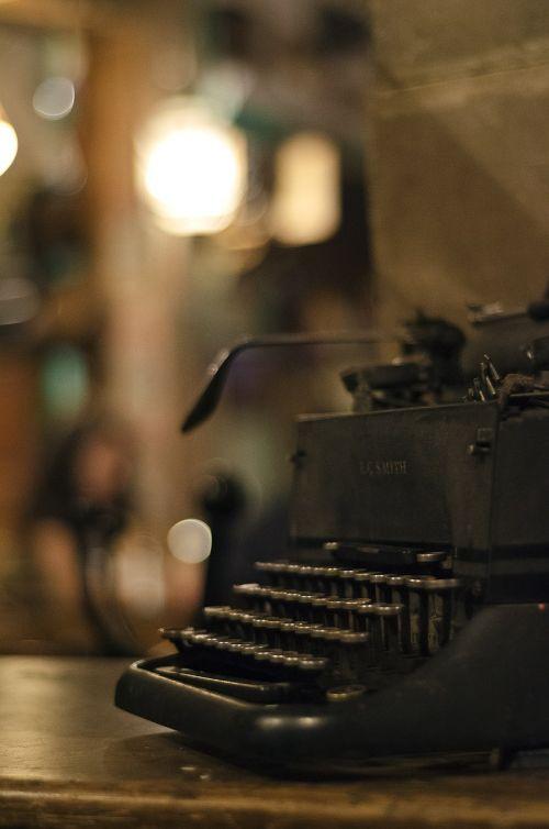 typewriter old vintage