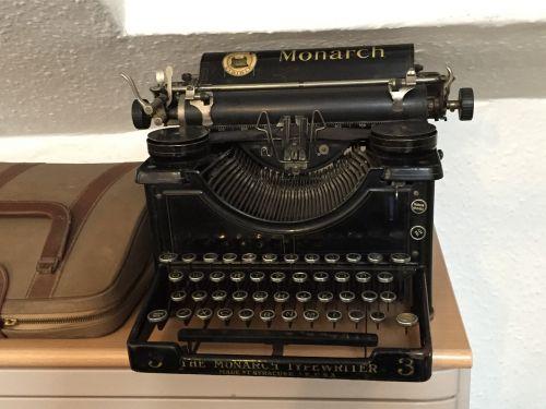 typewriter old-fashioned old