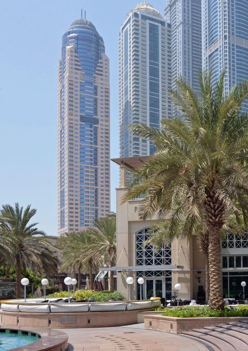 u e e,dubai,dangoraižiai,šventė,palmės,saulė,jūra,miesto turas,turistai,dykuma,smėlis,saulės šviesa