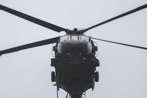uh-60 black hawk helicopter flight