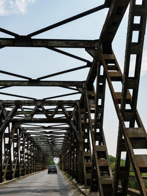 ukraine bridge steel