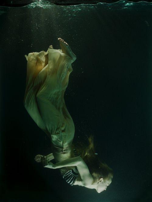povandeninis,rezervuaras,suknelė,fikcija